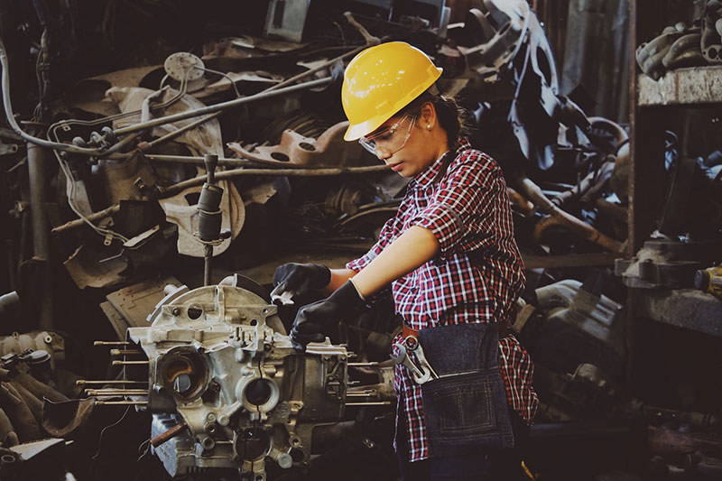 how to start a mechanic shop - Selecting Staff